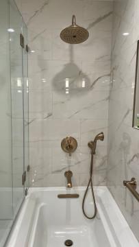 The Jack London Lodge - Guest Bathroom